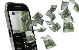 Notas de dinheiro saindo da tela do celular