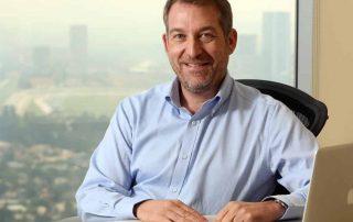Anders Norinder, CEO iZettle, sentado em frente à mesa e computador