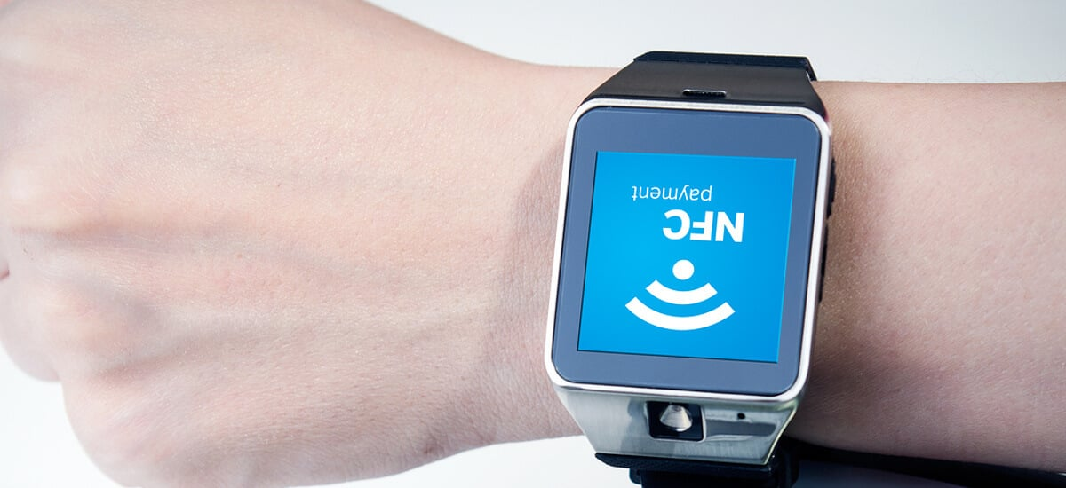 Braço com smartwatch
