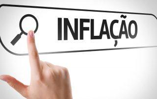 Ilustração de dedo clicando em lup para pesquisar a palavra Inflação no computador