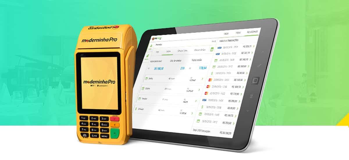 Maquininha Pro com tablet mostrando app PagSeguro Vendas