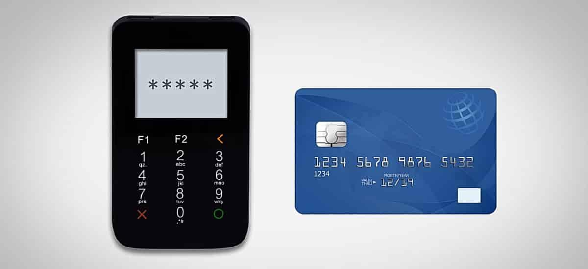 Mercado Pago Point I ao lado de cartão de crédito