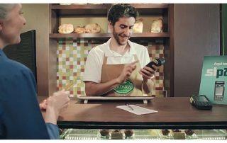 Padeiro aceitando cartão com máquina Sipag