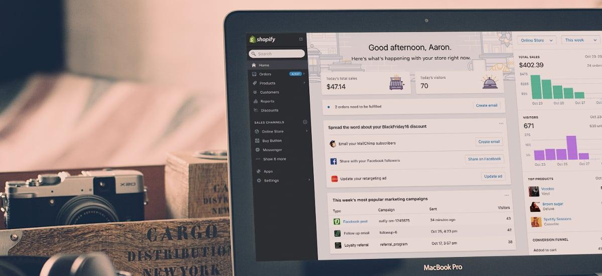 Tablet mostrando função relatórios do Shopify