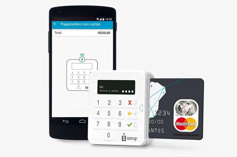 SumUp com celular e cartão pré-pago