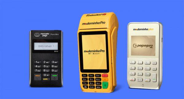 3e8300855 Mercado Pago Point Mini ao lado das Moderninha Pro e Plus em fundo azul  escuro