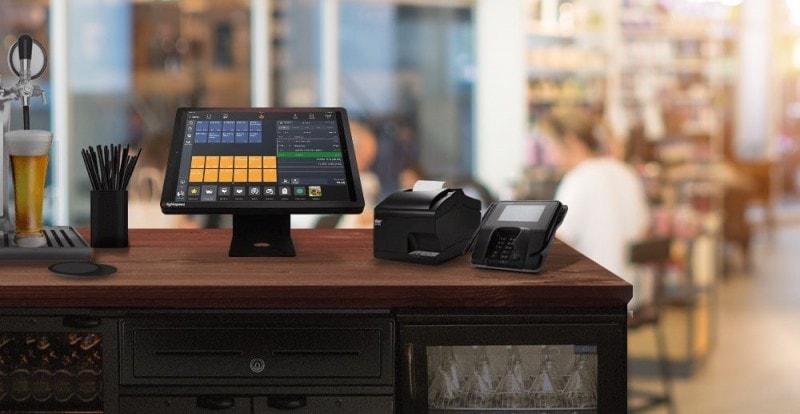 Ilustração de um sistema PDV com touchscreen em cima de um balcão de madeira