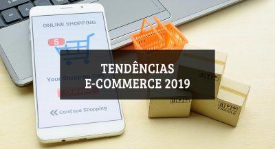 Celular mostrando compras online e texto dizendo Tendências ecommerce 2019
