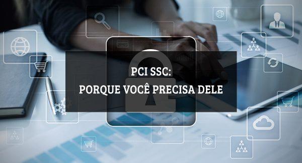 Ilustração sobre PCI-SSC com uma mão tocando em um tablet sobre uma mesa