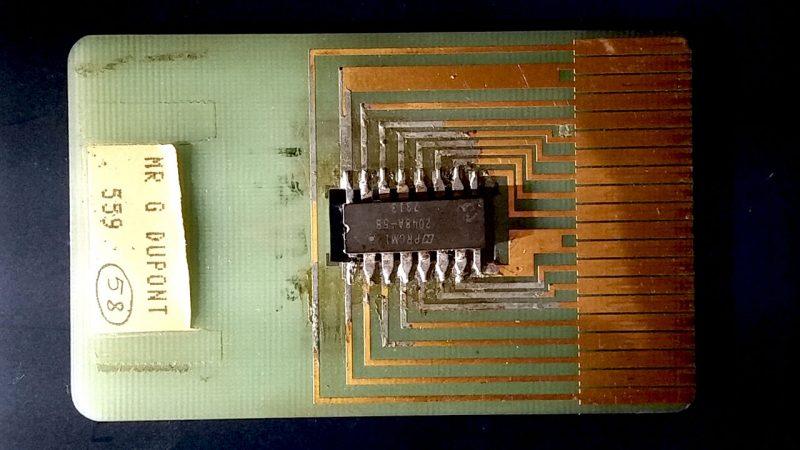 Ilustração do cartão com chip de Roland Moreno de 1975