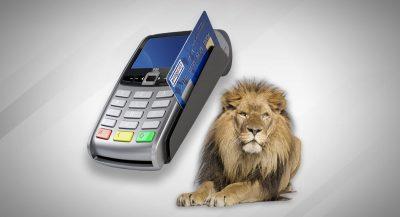Ilustração de um cartão sendo passado em uma máquina de cartão e um leão ao lado