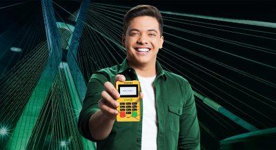Wesley Safadão segurando Minizinha Chip 2
