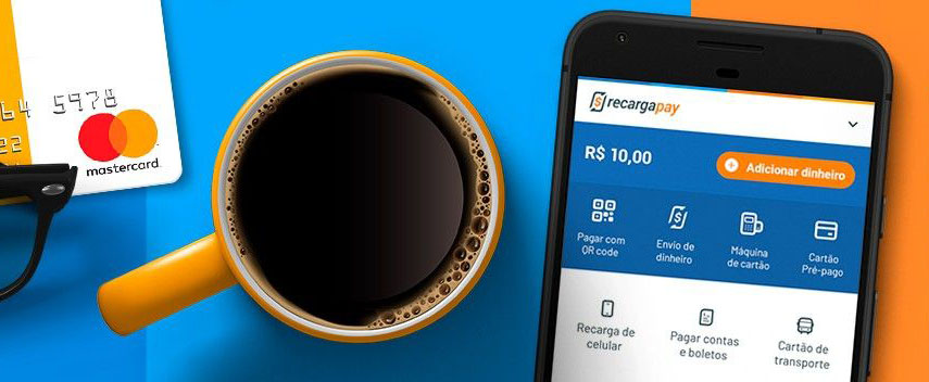 Celular mostrando app RecargaPay ao lado de cartão pré-pago e xícara de café