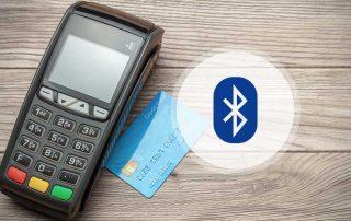 Máquina de cartão, cartão de crédito e símbolo do Bluetooth