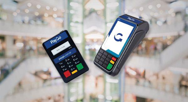 Máquinas de cartão PayGo S920 e D150 em fundo desfocado