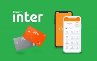 App e cartão da conta MEI do Banco Inter em fundo verde