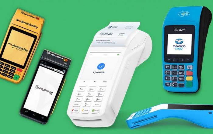 As melhores máquinas de cartão com recibo Moderninhas Smart e Pro, SumUp Total, Cielo Lio e Mercado Pago Point Pro em fundo verde