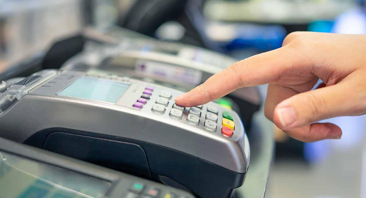 Venda digitada na máquina de cartão
