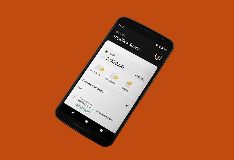 Celular com app do C6 Bank