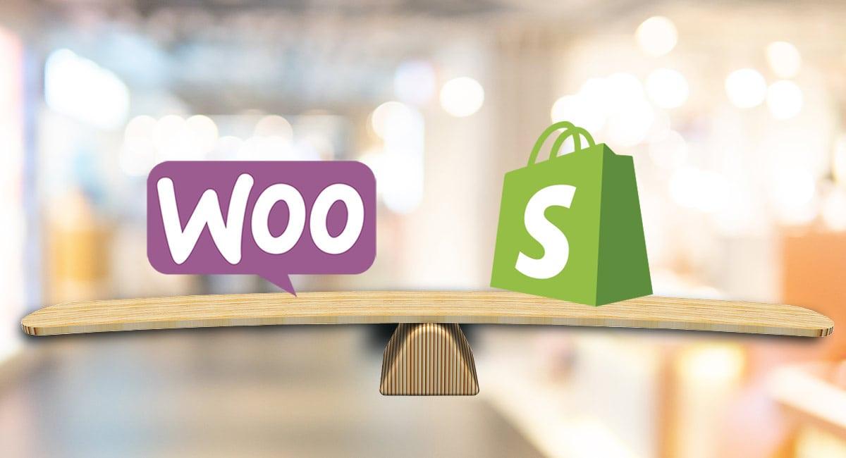 WooCommerce para Word`Press e Shopify logos sobre uma balança