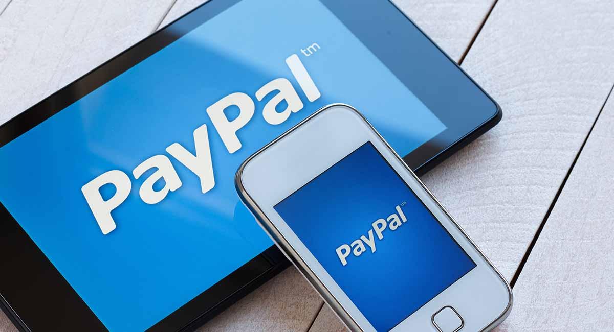Logo PayPal em celular e tablet