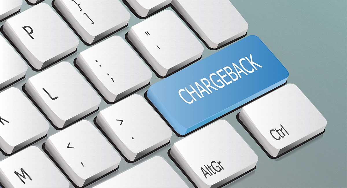 teclado com a palavra chargeback escrita em uma tecla