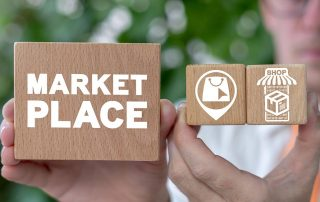 Palavra marketplace em bloco com símbolos de loja virtual