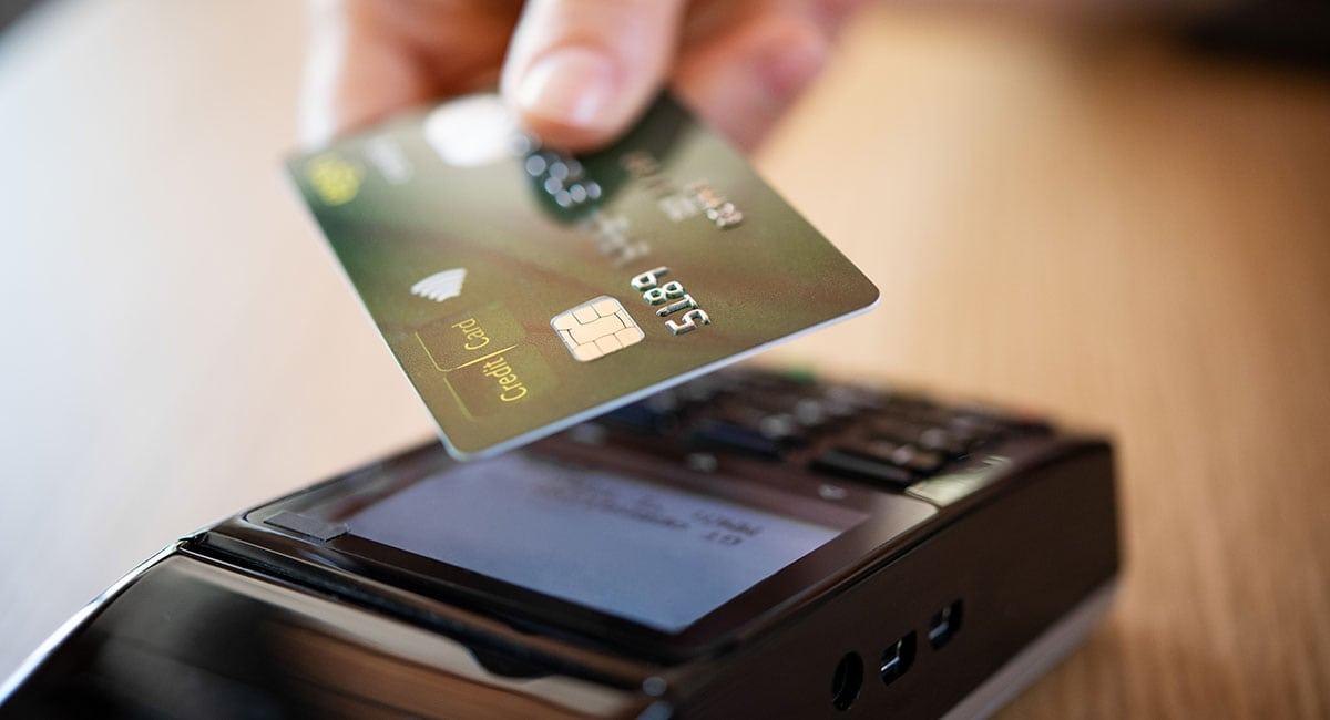 Pagamento por aproximação na máquina de cartão
